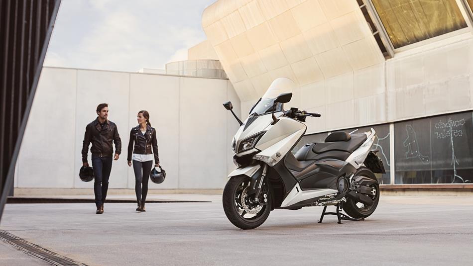 2016-Yamaha-T-MAX-ABS-EU-Blazing-Grey-Static-002