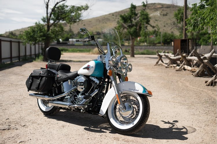 16-hd-heritage-softail-classic-3-large@x2