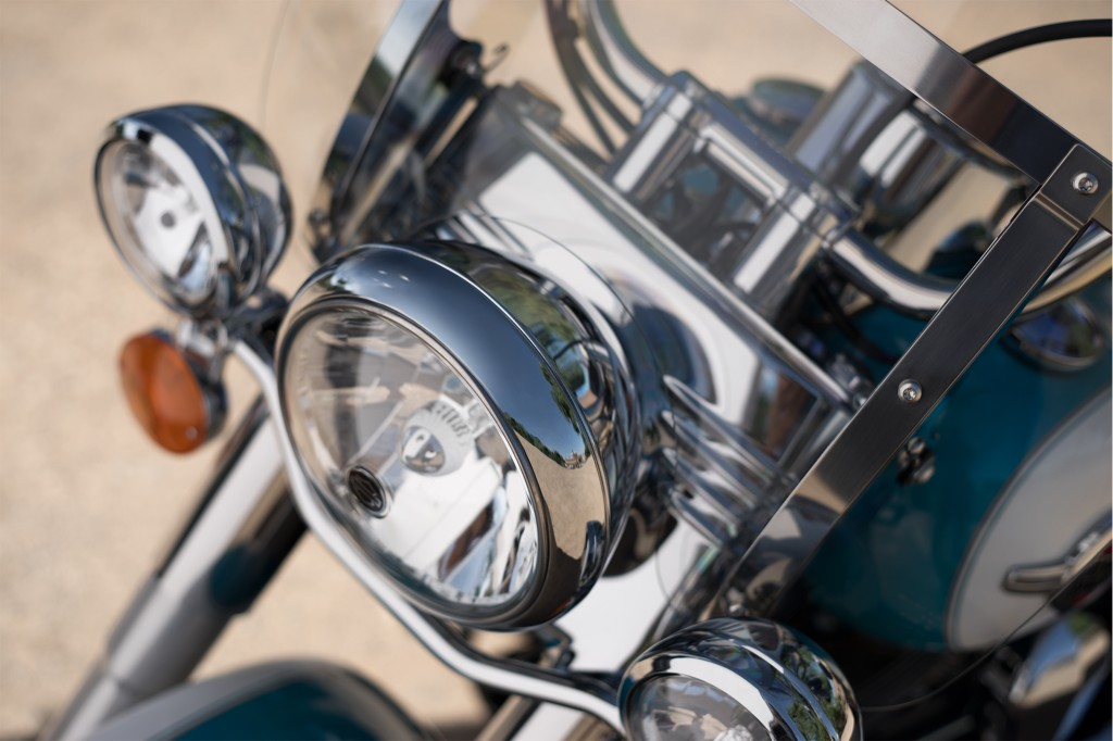 16-hd-heritage-softail-classic-4-large@x2