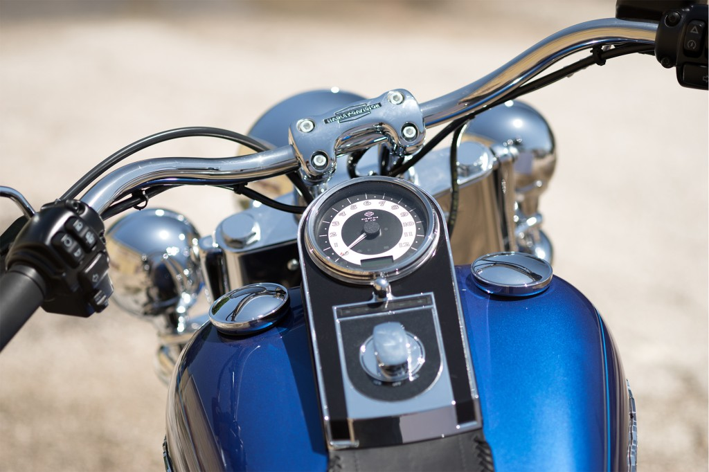 16-hd-softail-deluxe-5-large@x2-1