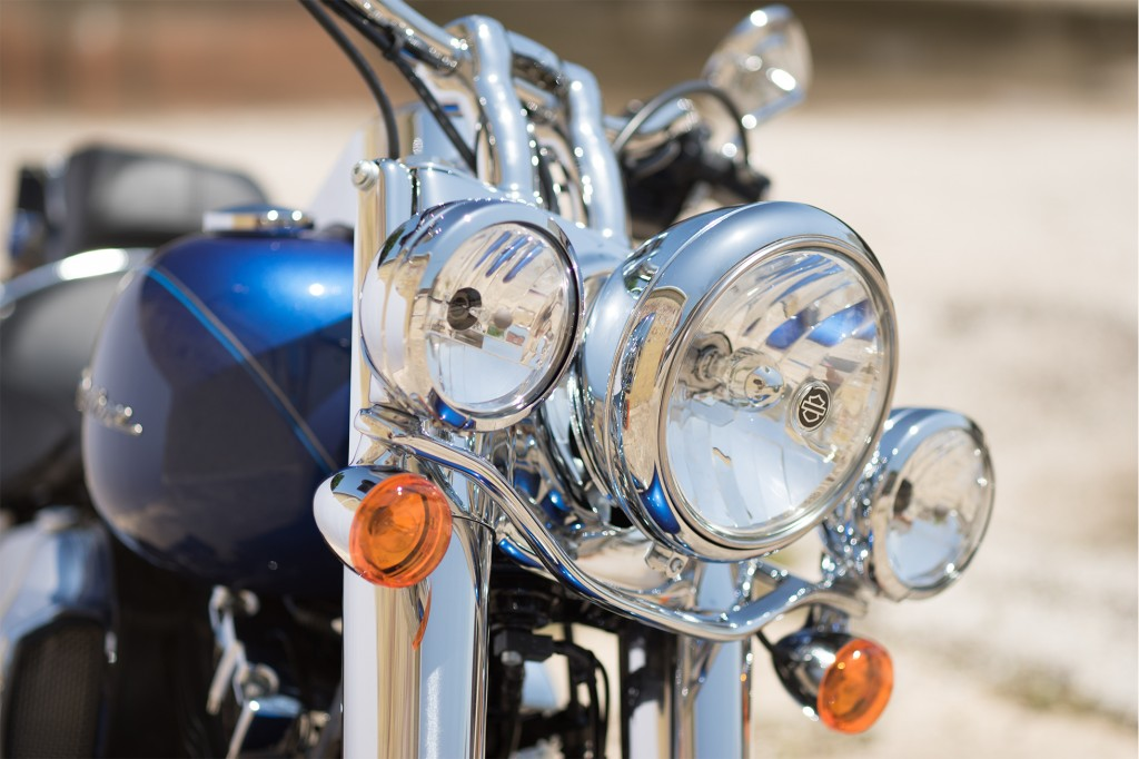 16-hd-softail-deluxe-6-large@x2