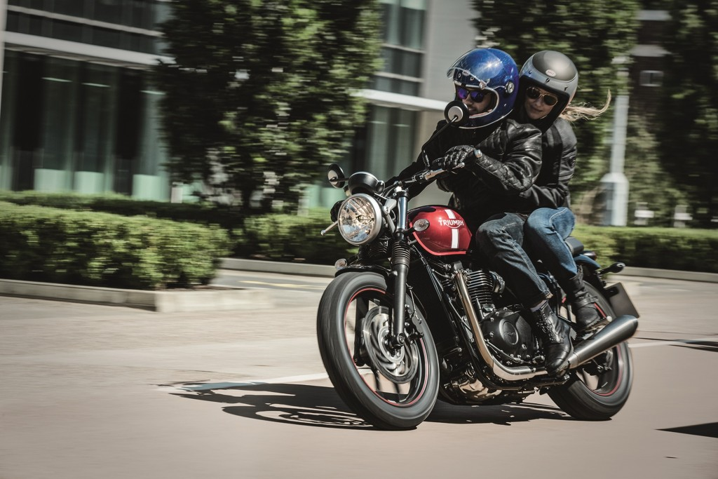 Street_Twin_Riding_Shot_002