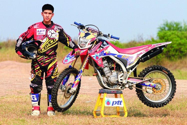 เขมนันท์ คฤหาสน์ทอง ในสังกัดทีม PTT Challenger Quick Gazi Scoyco CME Club Banlookpong D.I.D แชมป์รุ่น E1 Enduro Thailand Bike รายการเอ็นดูโร่ครอสชิงแชมป์ประเทศไทย 2014