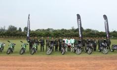 บริษัท คาวาซากิให้เข้าฝึกอบรมหลักสูตรการขับขี่รถจักรยานยนต์วิบากเพื่อใช้ประกอบทางยุทธวิธีทางทหาร ให้กับกำลังพล
