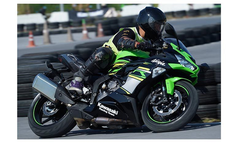 Kawasaki Ninja Test Riding